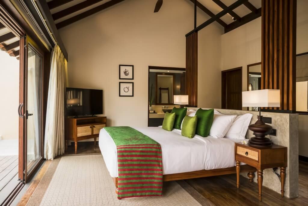 anantara-kalutara-resort_one_bedrrom_pool_villa_bedroom_02_g_a_h