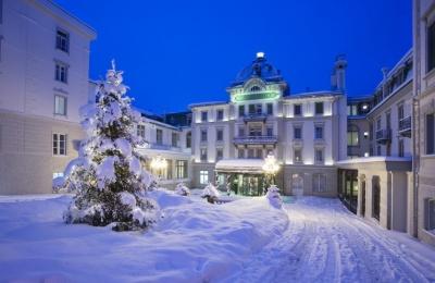 grand_hotel_kronenhof_eingang_winter