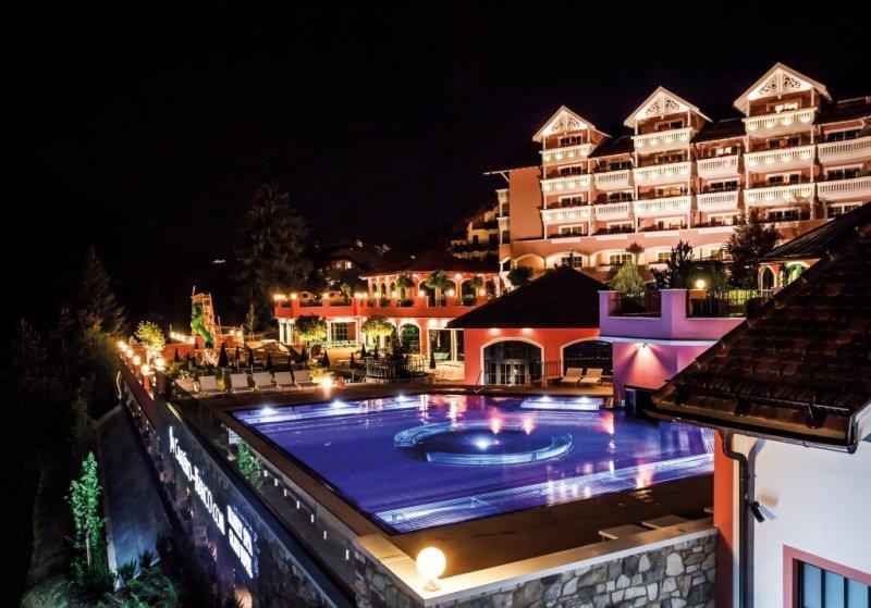 Cavallino_Bianco_night_©_Familienhotels_Suedtirol_Hotel_Cavallino_Bianco_(Lukas_Rubisoier)