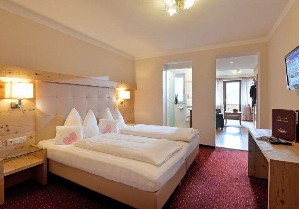 schlafzimmer_in_der_juniorsuite_hotel_waldfriede